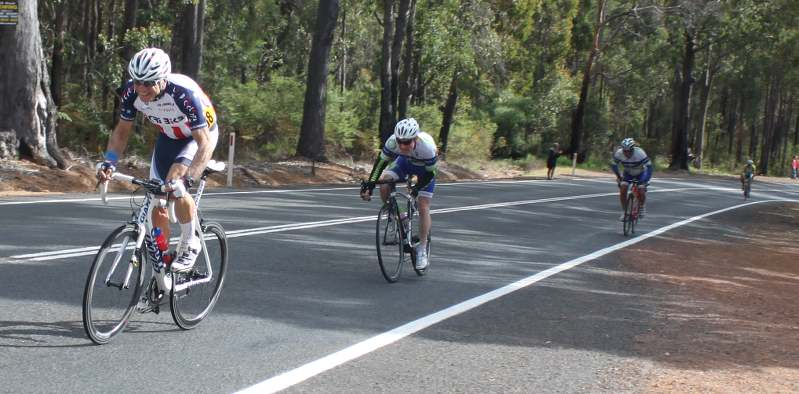 Mimo Gerace sprints for 6th place photo by Peter Moyses