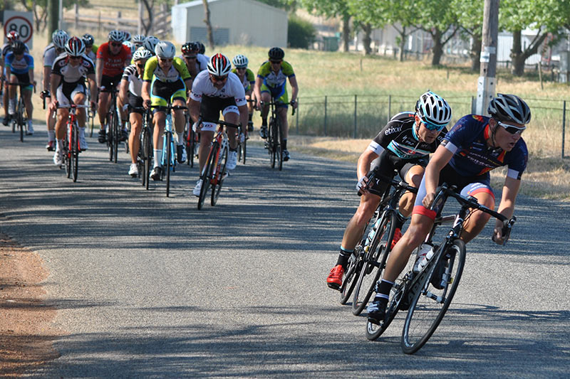 Wade Longworth (front) and Luke Pledger making the race winning attack