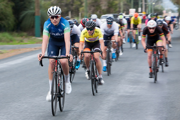 Conor Leahy wins A grade from bunch sprint