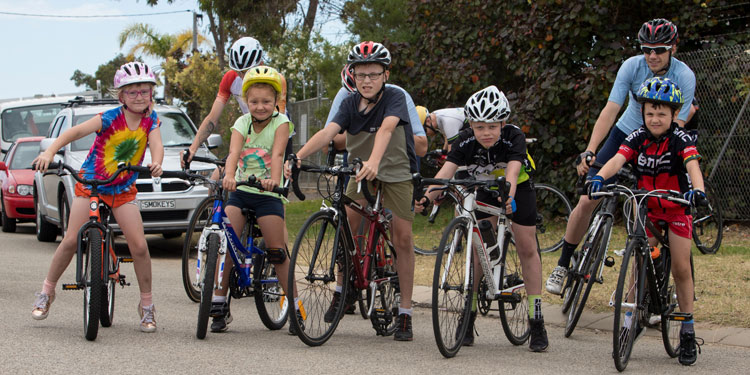5 junior cyclists