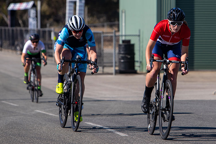 two women cyclists sprinting