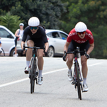 two women cyclisits sprinting